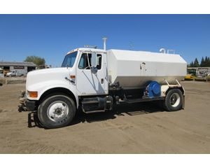 International 4900 Water Wagon