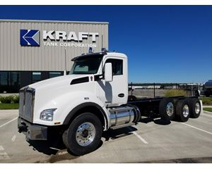 Kenworth T880 Heavy Duty Cab & Chassis Truck
