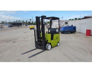 Clark GCS12 Mast Forklift