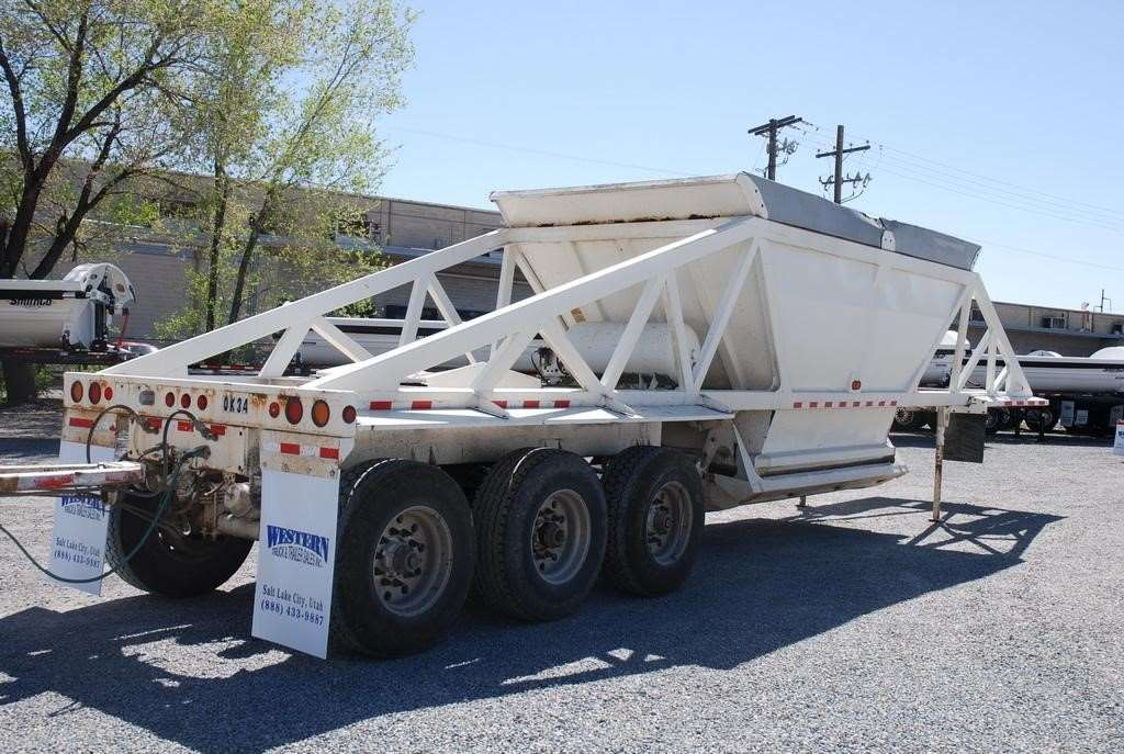 628997841 in addition globetrailers besides 40 Ton Drop Deck Trailer 2 together with 12 Cu Ft Steel Swivel Dump Cart also And Now For Really Important Stuff. on 40 yard dump trailers