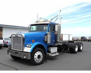 Freightliner FLD120 CLASSIC Heavy Duty Cab & Chassis Truck