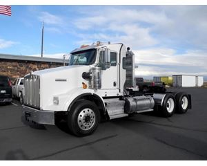 Kenworth T800W Day Cab Truck