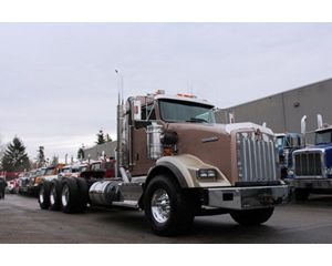 Kenworth T800B Tri-drive Extended Daycab