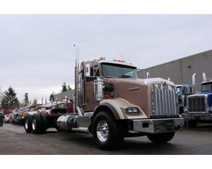 Kenworth T800B Extended daycab
