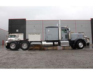 2013 Peterbilt 389 Sleeper Truck
