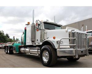 Freightliner FLD120 Truck Tractor Winch Truck