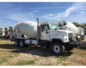 International 7600 Mixer / Ready Mix / Concrete Truck