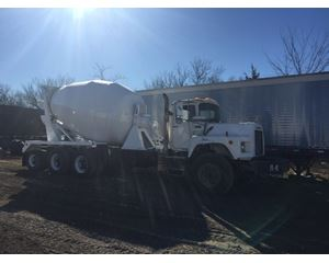 Mack DM 690S Mixer / Ready Mix / Concrete Truck