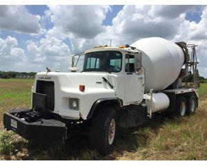 Mack DM690 Mixer / Ready Mix / Concrete Truck