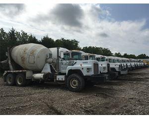 Mack DM690S Mixer / Ready Mix / Concrete Truck
