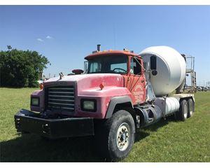 Mack RD690 Mixer / Ready Mix / Concrete Truck