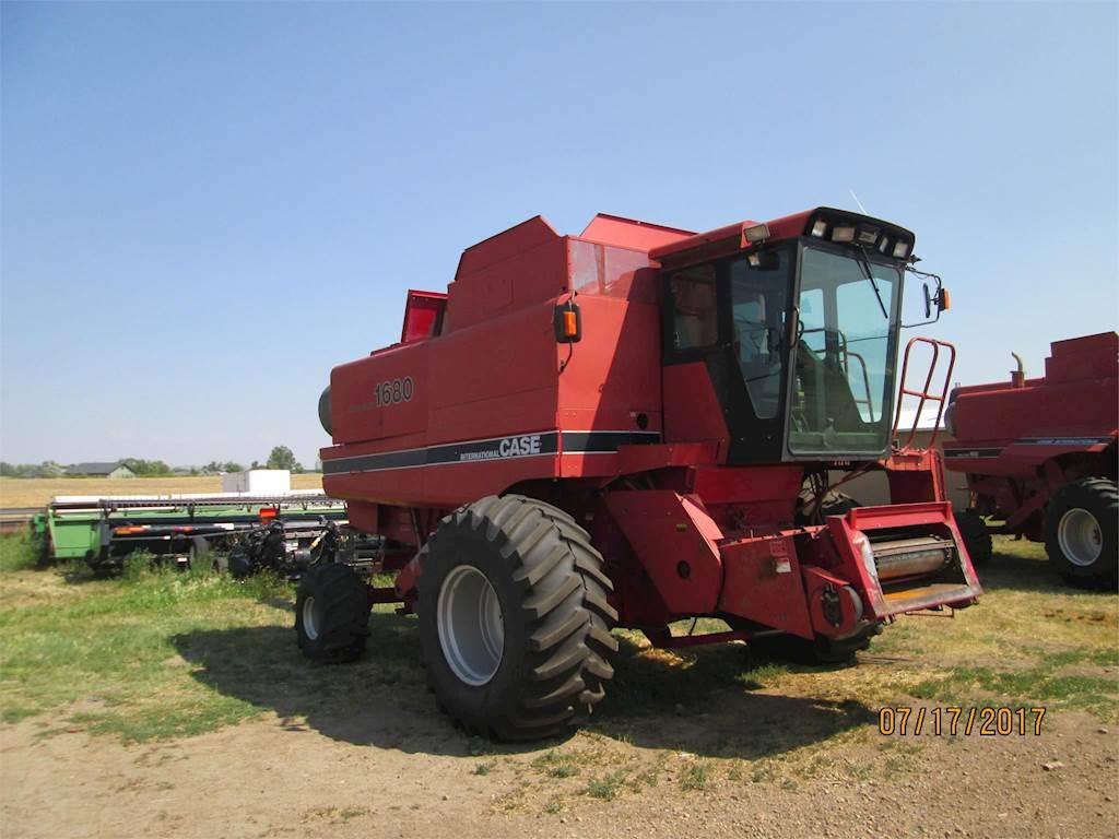 CASE 1680 Combine Harvester