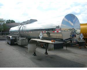 Polar 2008 4500 GALLON, TRI AXLE DEFT TRAILER Non Code Tank Trailer