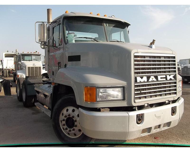 Fresno Truck Center >> 2001 Mack CH613 Day Cab Truck For Sale - Fresno, CA - MyLittleSalesman.com