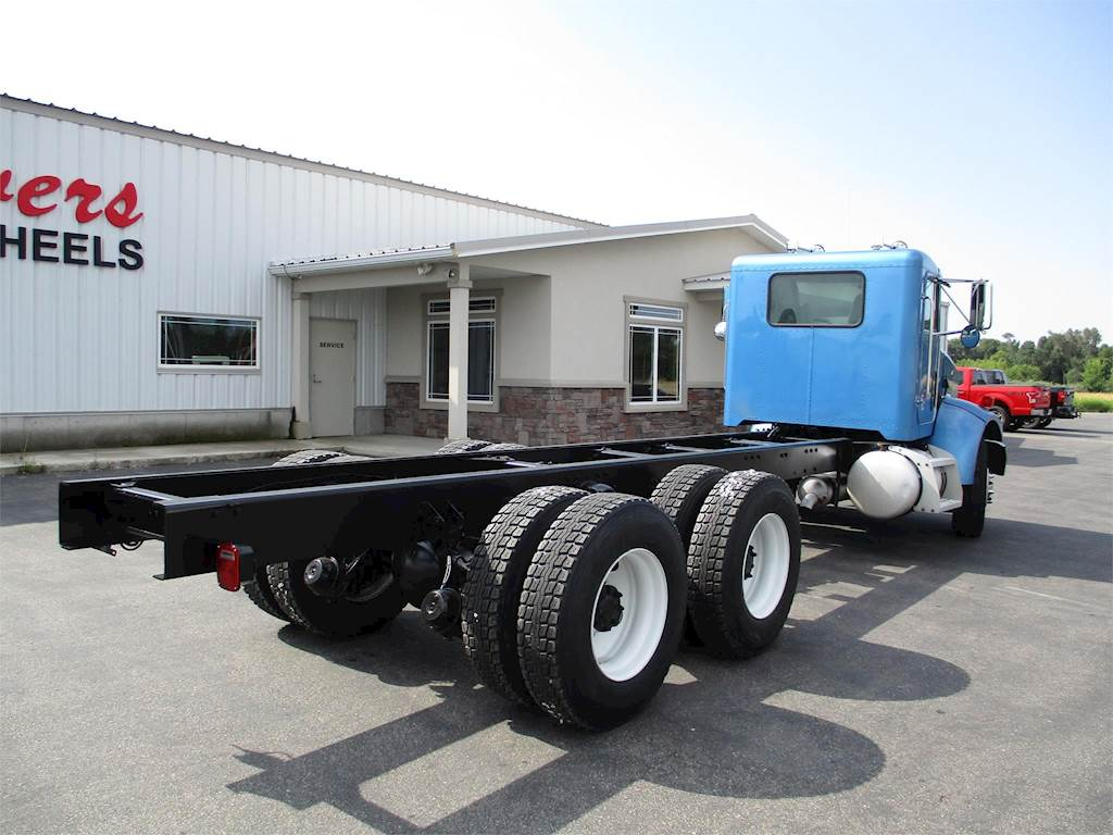 2004 Peterbilt 335 Cab & Chassis Truck