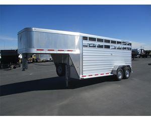Featherlite 8117 Livestock Trailer