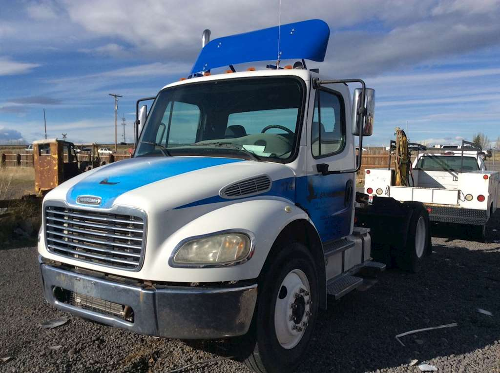 Freightliner Bumper Accessories : Freightliner m bumper for sale ucon id
