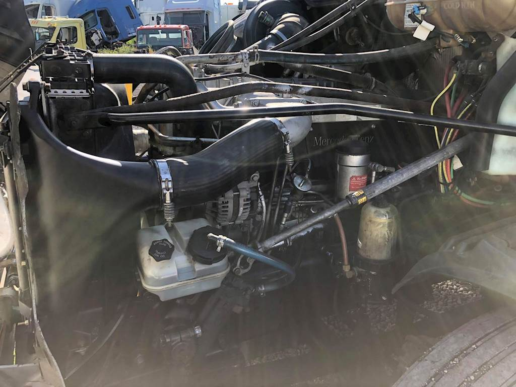 Mercedes-Benz MBE 4000 Engine for a 2007 Freightliner ...