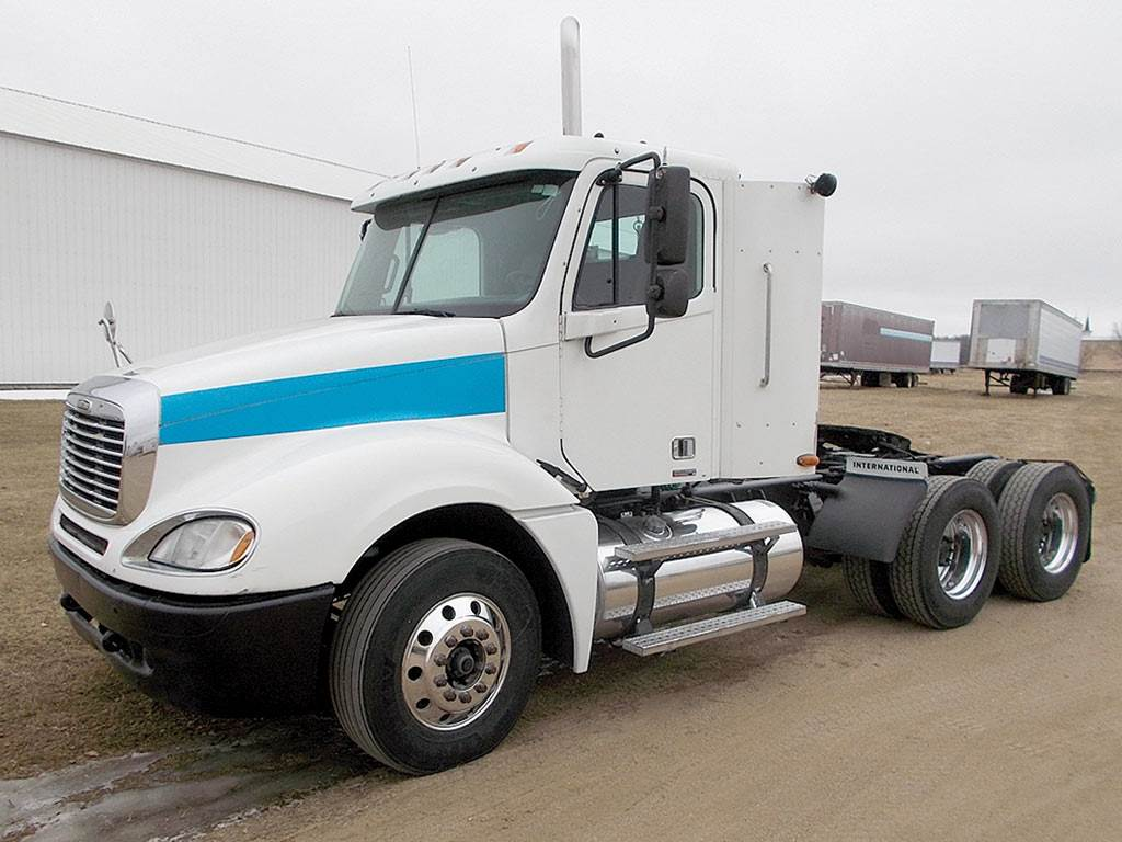 2004 Freightliner Columbia 120 Day Cab Truck, Detroit 14.0, 500HP