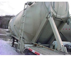 Heil 1040 Cu Ft Dry Bulk / Pneumatic Tank Trailer