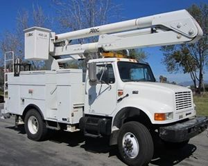 International 4800 Bucket / Boom Truck