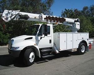 International 4300 Digger Derrick Truck