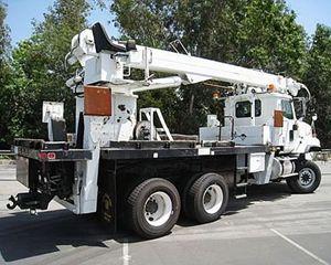 International S1950 Digger Derrick Truck