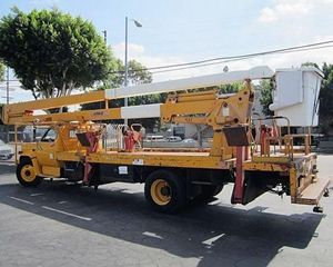 REACH ALL AP75MH Boom Lift