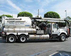 International S1900 Vacuum Tank Truck