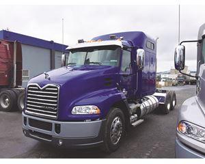 Mack CXU613MP8 Sleeper Truck