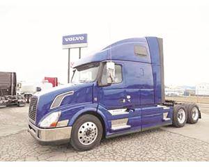 Volvo VNL64T670 D13 Sleeper Truck