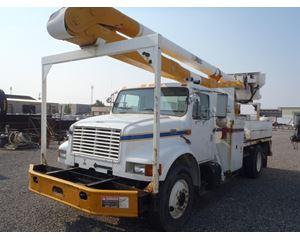 International 4900 Bucket / Boom Truck