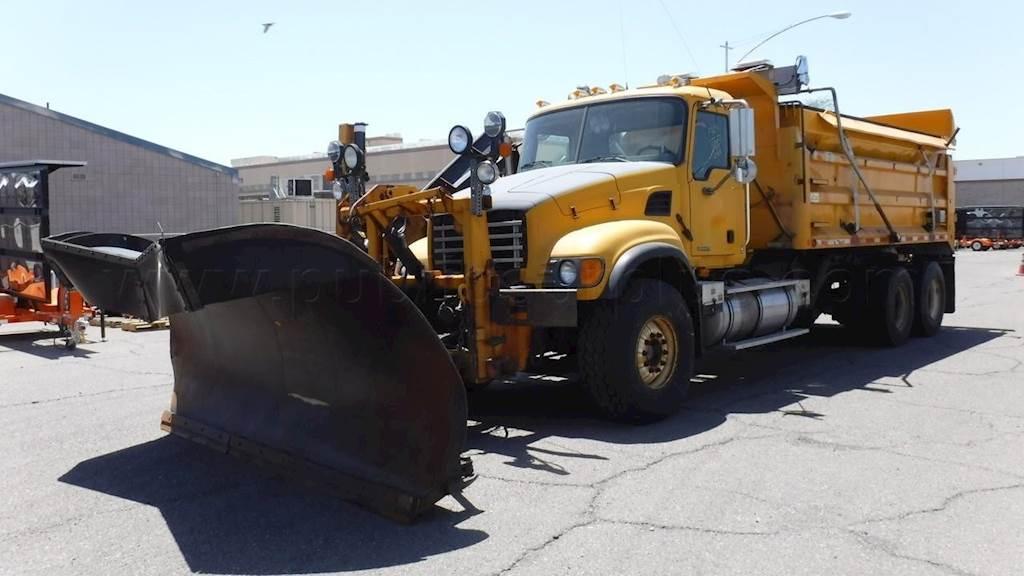 2005 mack granite cv713 plow / spreader truck