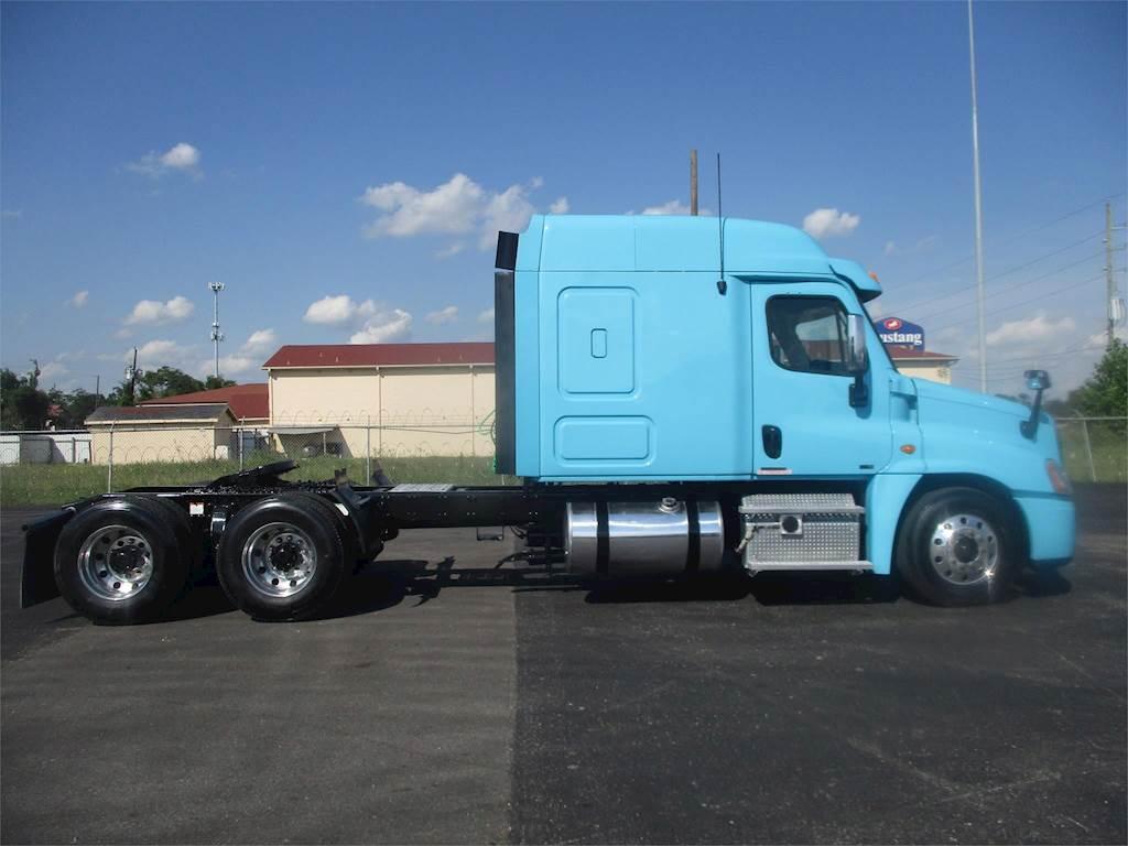 2012 Freightliner Cascadia 125 Sleeper Semi Truck, Detroit DD13, 450HP,  Automatic