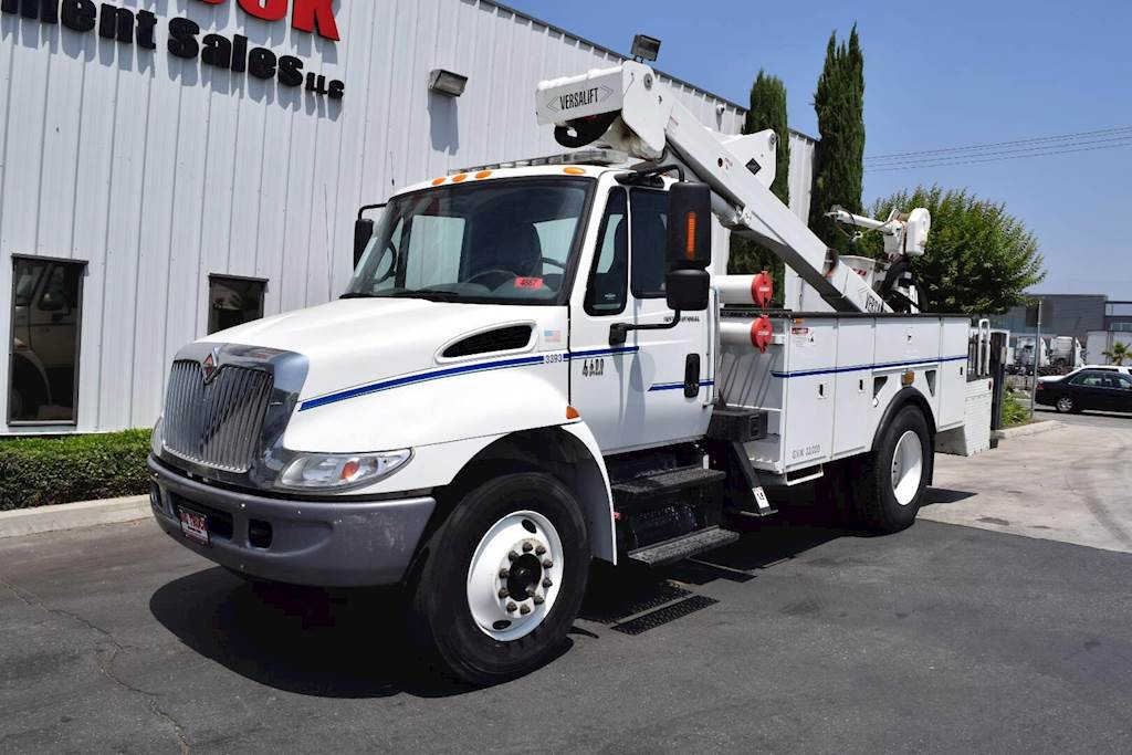 2004 International 4400 Single Axle Boom / Bucket Truck - 250HP, Automatic,  Versalift VST240I Aerial Lift For Sale, 3,031 Hours | Fontana, CA | 4887 |