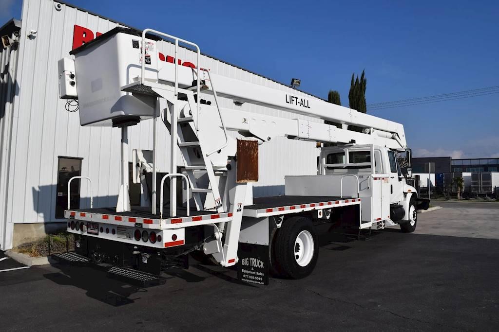 2009 International DuraStar 4300 Single Axle Boom / Bucket Truck - 225HP,  Automatic, Lift-All LANHD75 Aerial Lift