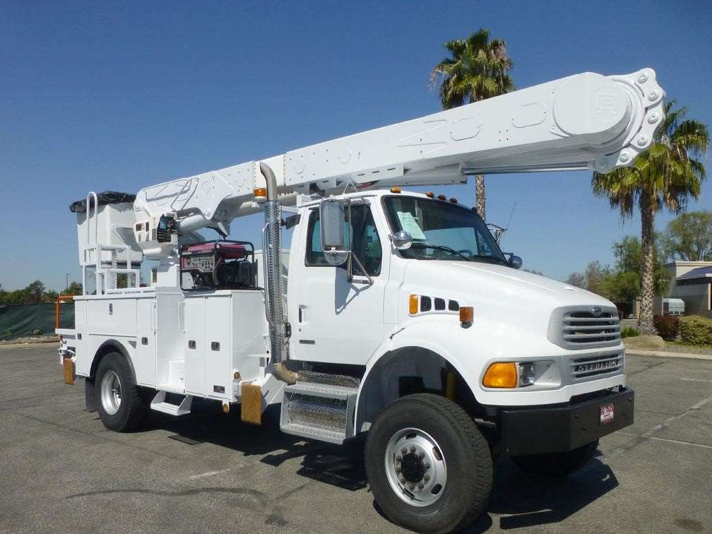 Boom Lift Truck : Altec am mh boom lift for sale hours