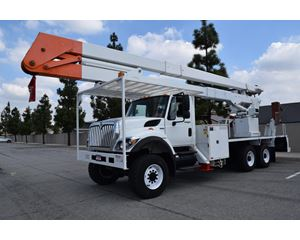 International 7400 Bucket / Boom Truck