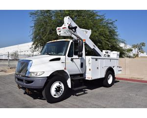 International DuraStar 4300 Bucket / Boom Truck