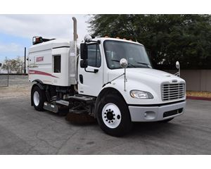 Freightliner BUSINESS CLASS M2 106 Sweeper Truck