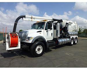International 7600 Vacuum Tank Truck