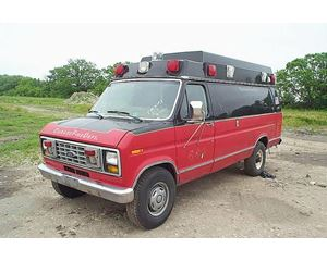 Ford E-350 Ambulance