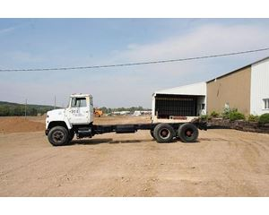 Ford F-800 Heavy Duty Cab & Chassis Truck