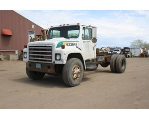 International 1600 Heavy Duty Cab & Chassis Truck