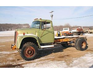 International 1700 Heavy Duty Cab & Chassis Truck