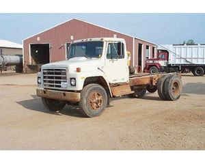 International 1800 Heavy Duty Cab & Chassis Truck