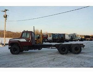 International 1854 Heavy Duty Cab & Chassis Truck