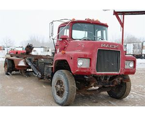 Mack DM685S Heavy Duty Cab & Chassis Truck