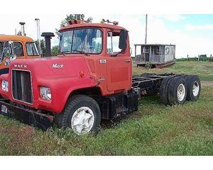 Mack U686T Heavy Duty Cab & Chassis Truck