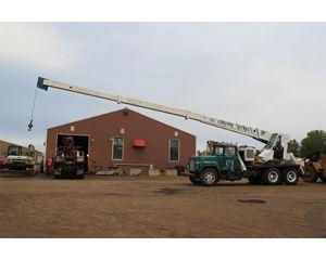 Mack DM685S Crane Truck